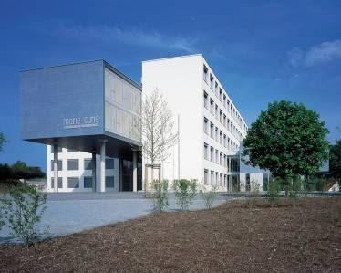 Sanierung und Erweiterung von Typenschulen in Thüringen Staatliches Gymnasium Bad Berka/ Blankenhain (2003)